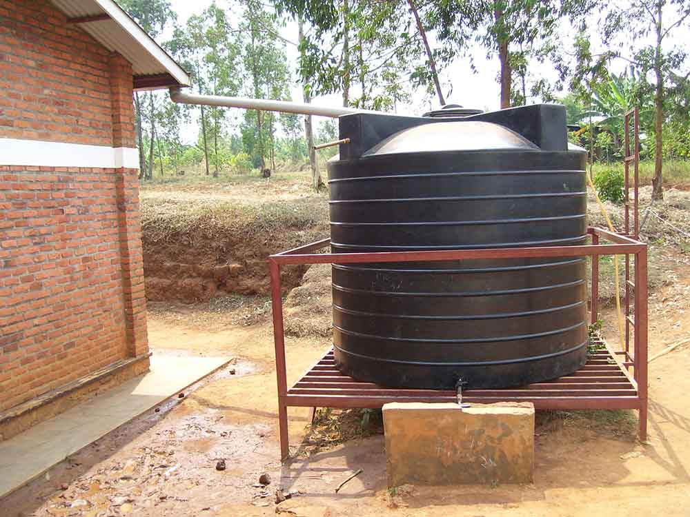 Capturing rainwater in a collection tank